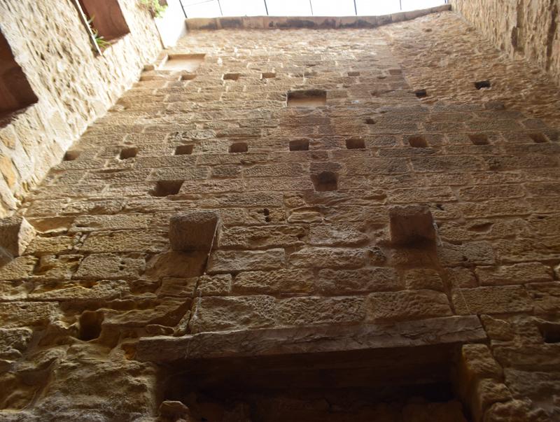 la Muralla d'Horta des de les habitacions interiors